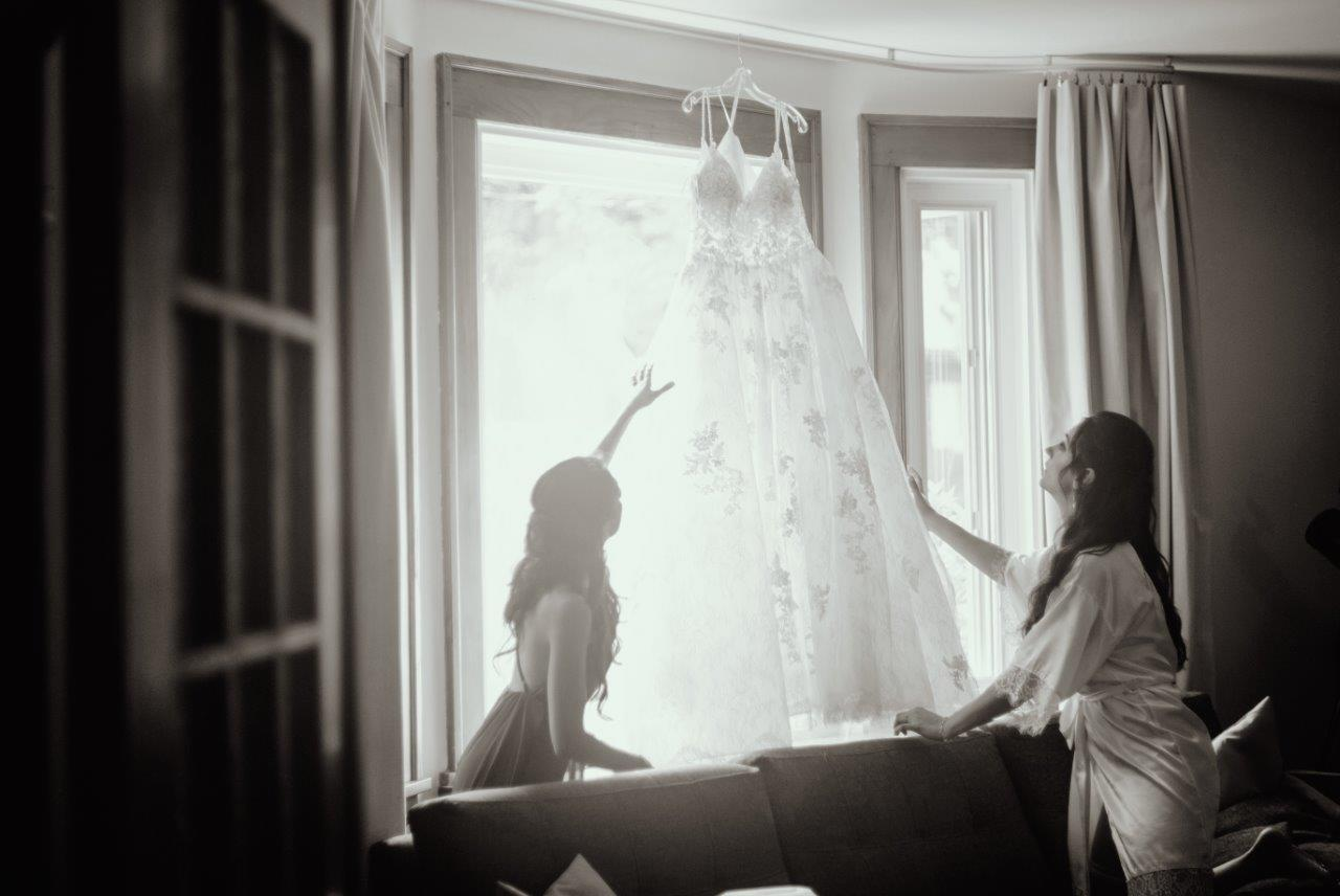 evermore weddings adjusting the dress